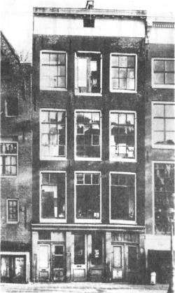 Detailed description of the Anne Frank House and Anne's diary